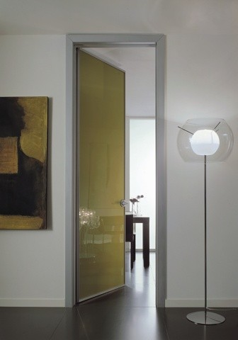 Porta battente vetro laccato tutta altezza arredamenti - Porte scorrevoli tutta altezza ...