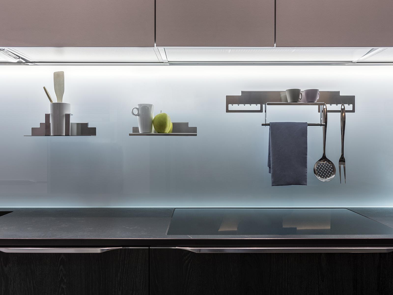 Magnetolab funzionalit praticit e design in cucina arredamenti papa a comerio va - Schienale cucina in vetro temperato ...