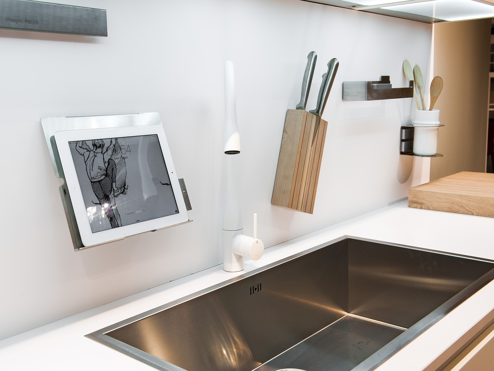 MAGNETOLAB: funzionalità, praticità e design in cucina ...
